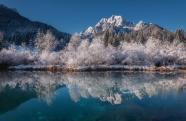 山水湖泊倒影美景圖片