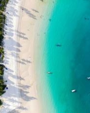 夏季藍色海邊鳥瞰圖