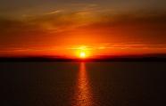 湖面日落景觀圖片