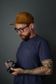 歐美紋身攝影師帥哥圖片
