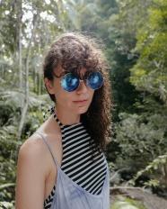 熱帶叢林墨鏡美女圖片