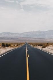 曠野柏油公路圖片