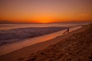 黃昏海邊沖浪者圖片