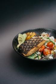 轻食餐牛排青菜沙拉图片