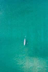 汪洋大海劃皮艇圖片