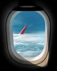 飛機艙窗戶看到的天空圖片